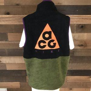 Nike acg Sherpa fleece vest men's medium